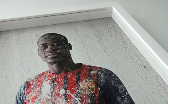 Photographie Claire-Lise Havet. Tirage jet d'encre pigmentaire, encadrement bois-peint, sous verre, avec rehausse.
